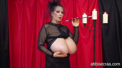 Женщина с огромными и натуральными  дойками винтаж