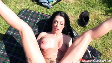 Зрелая тетка чпокается с ухажером на пикнике