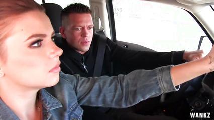 Марина Висконти помыла машину бойфренду и трахнулась с ним в салоне